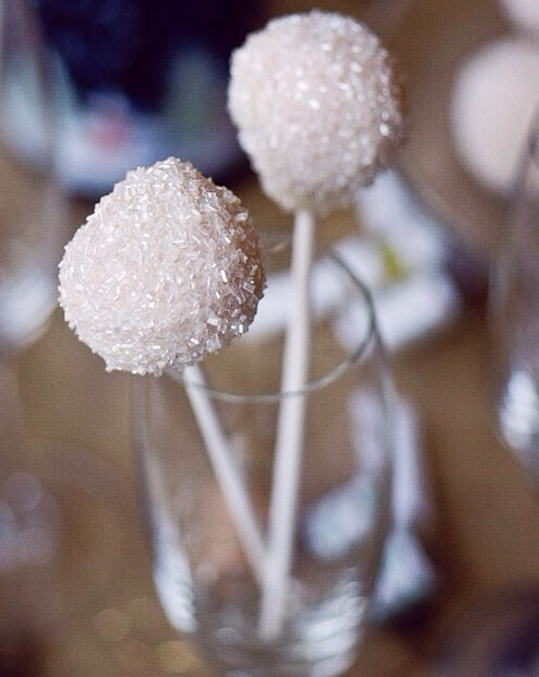 New Years eve party DIYs - Champagne cake pops