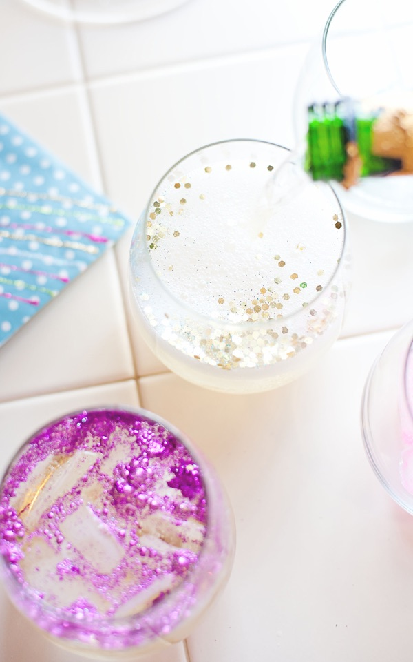 New Years eve party DIYs - glitter ice cubes