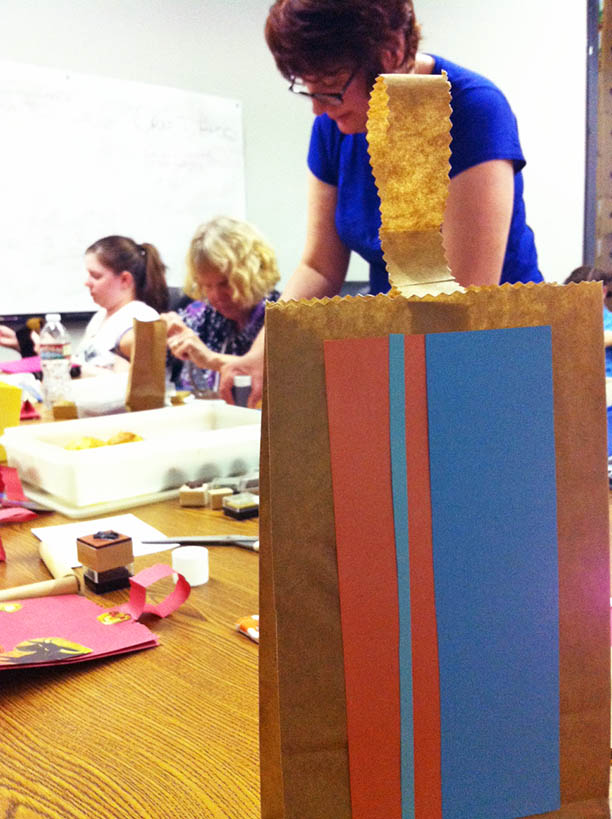 Last-minute Christmas guide: make gift bags from paper sacks