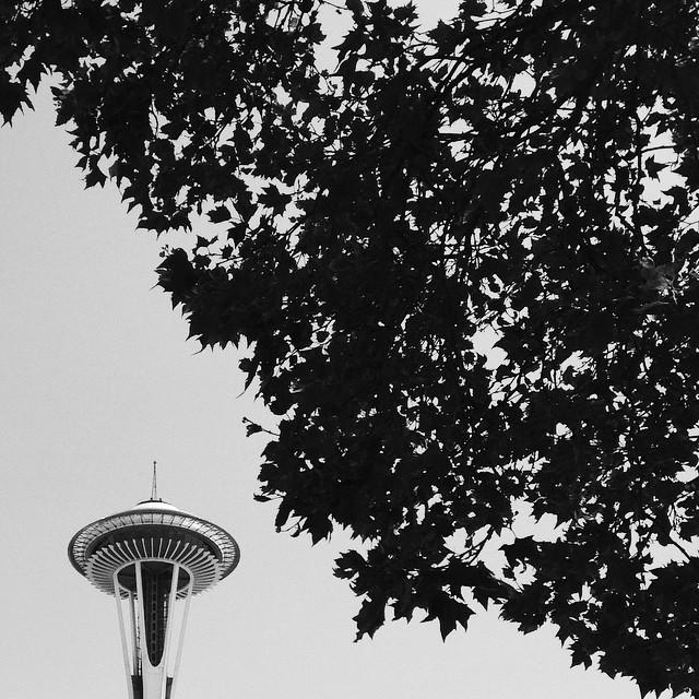 minimalist-space-needle-2