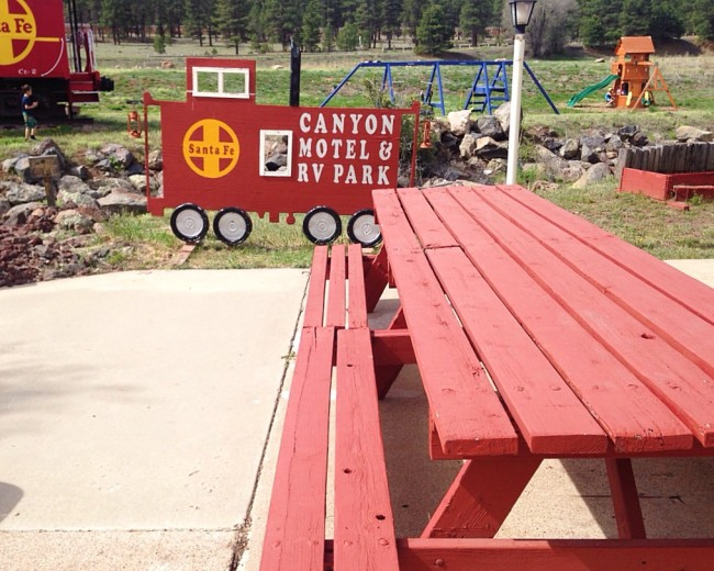 Canyon Motel, Williams, AZ -Picnic table