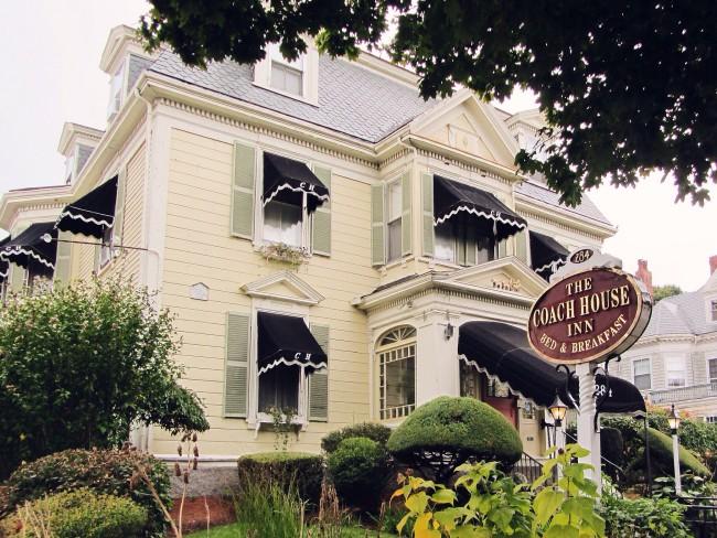 Coach House, Salem by boblinsdell