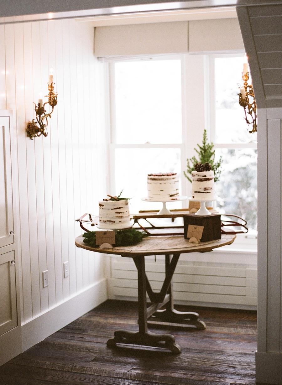 Cake table via Elizabeth Anne Designs (photo: Jacque Lynn Photo)